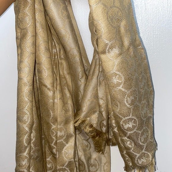 Authentic Michael Kors Scarf! Like Brand New !